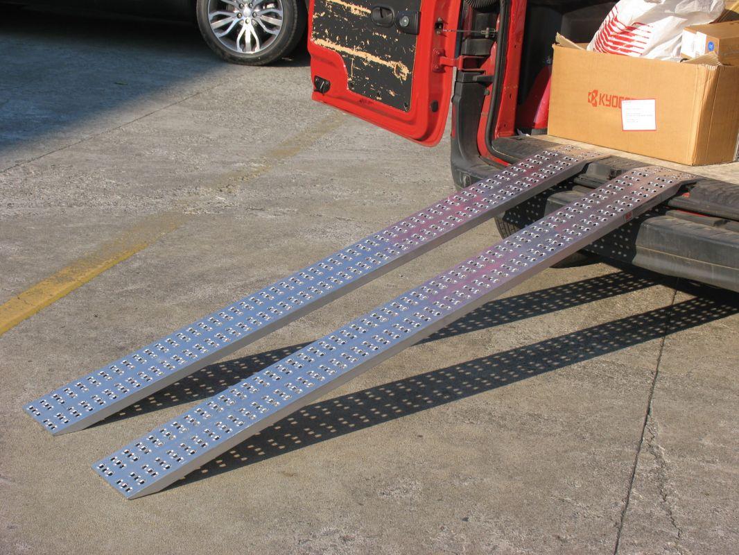 Hliníkové nájezdy přímé MM016S0 - 3000 mm, max.nosnost 1000 kg Metalmec