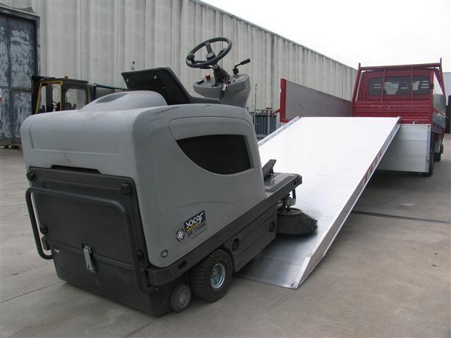 Hliníková nájezdová rampa M411 - 4000x1000 mm, max.nosnost 2000 kg Metalmec