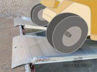 Hliníkové nájezdy MM430 1800 mm, max.nosnost 2000 kg | šířka 500 mm s ohraněním, šířka 500 mm bez ohranění